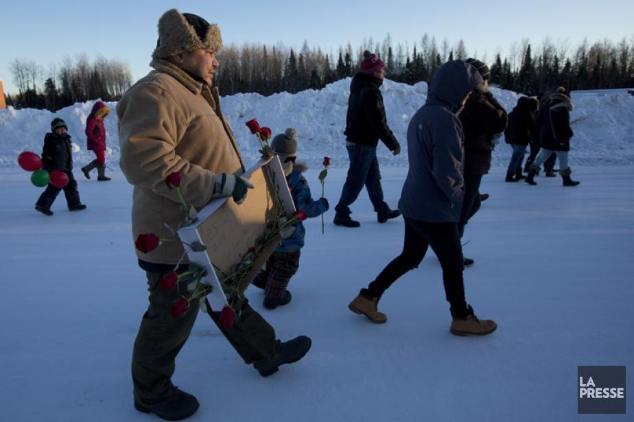 Une soixantaine de résidants de Lac-Simon ont bravé... (OLIVIER JEAN, LA PRESSE)