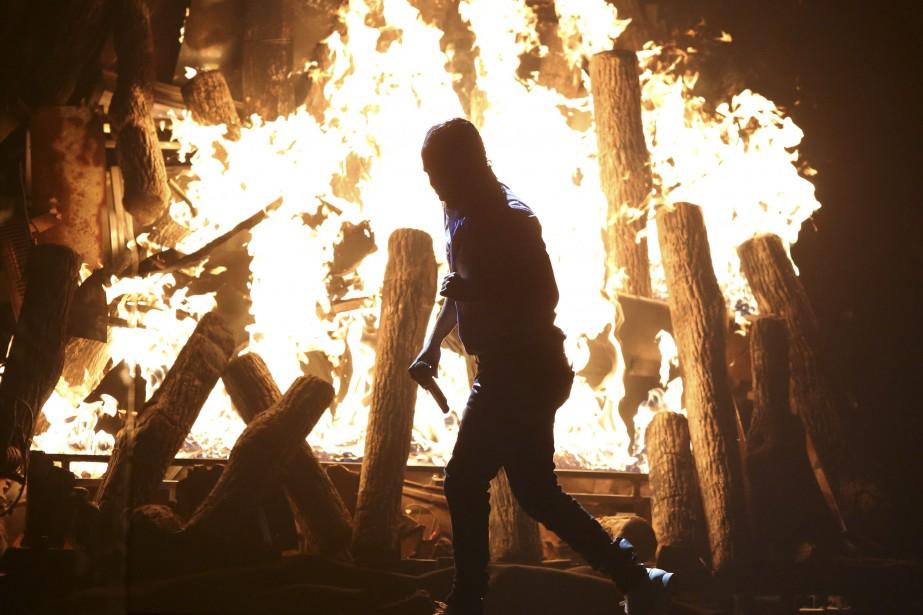 Kendrick Lamar a livré une performance époustouflante évoquant les violences contre les Noirs en Amérique, lundi soir, lors de la cérémonie des Grammy Awards. (AP, Matt Sayles)
