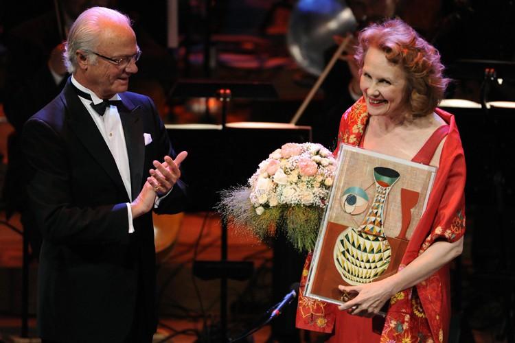 Kaija Saariahoa obtenu le prix Polar Musicdes mains...