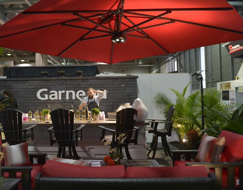 Bar et cuisine d'été au stand deSigné Garneau (Le Soleil, Yan Doublet)