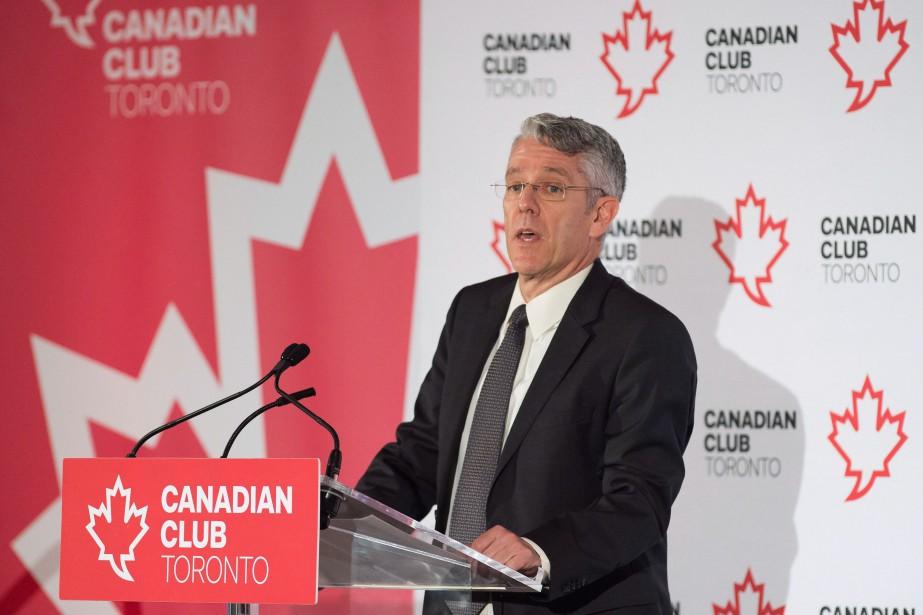 Le président du CRTC Jean-Pierre Blais a haussé... (Photo Nathan Denette, La Presse Canadienne)