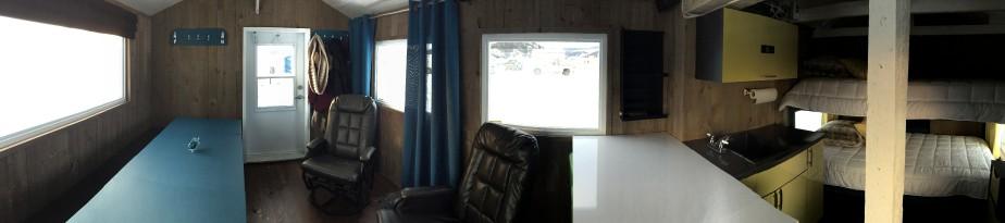 Vue d'ensemble sur l'intérieur de la cabane. (Jennifer Brassard)