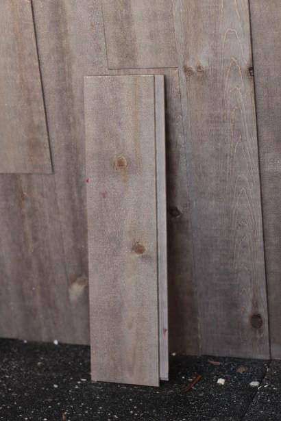 Les murs ont été parés de bois teint qui donne à l'intérieur un look rustique. (Mélissa Bradette)