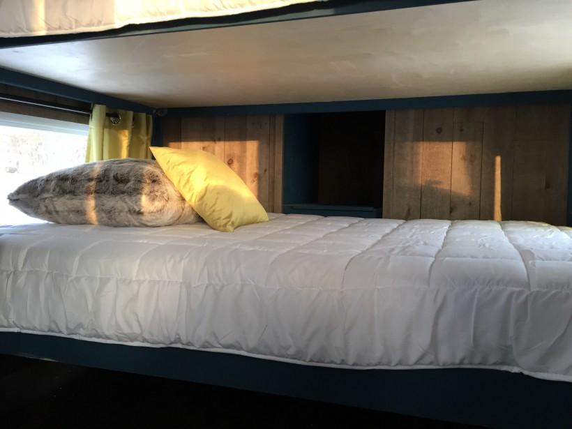 Quatre personnes peuvent dormir dans la cabane. (Jennifer Brassard)