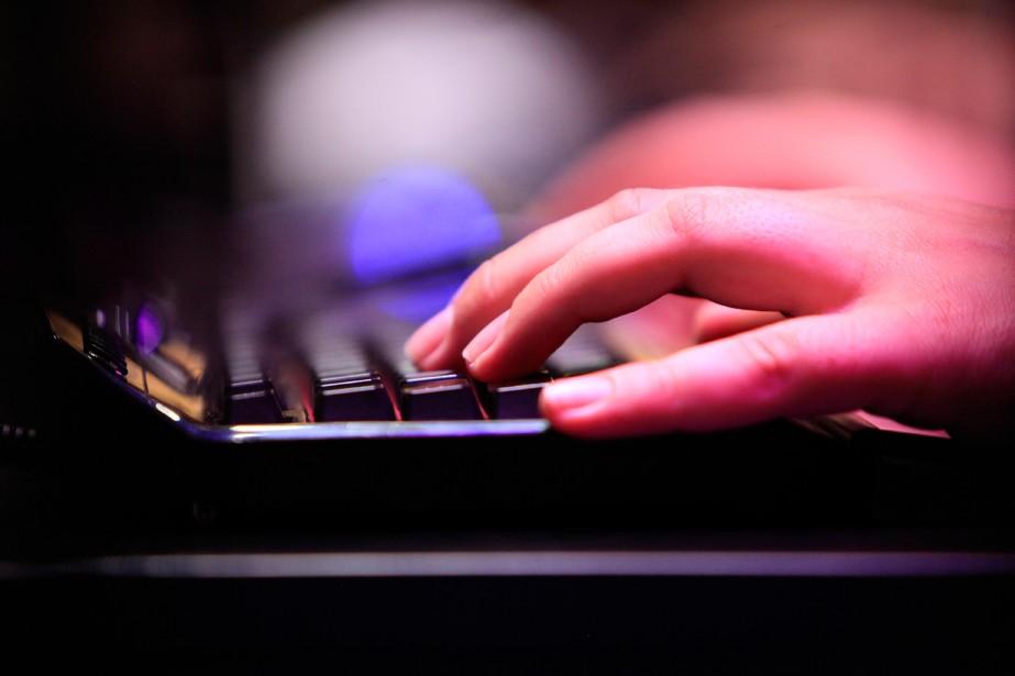 «L'anonymat confère à l'internaute un sentiment d'impunité qui... (PhotoKrisztian Bocsi, archives Bloomberg)