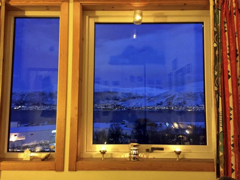 Vue de la ville à partir de la fenêtre de l'appartement de KariLeibowitz (Kari Leibowitz)