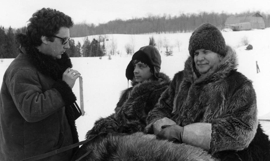 Claude Jutra discute avec les acteursJacques Gagnon et... (photo fournie par l'office national du film)