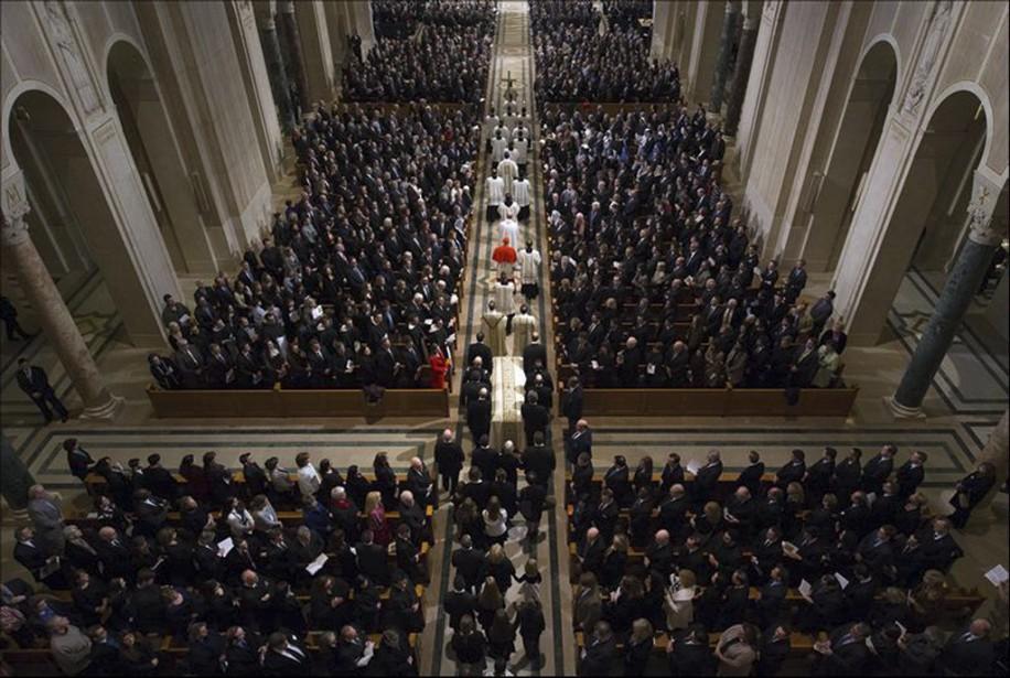 Aux sons des orgues et de la messe,... (Photo Doug Mills, Reuters)
