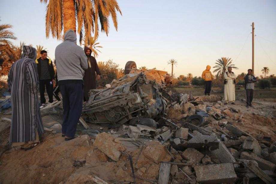 Les chasseurs-bombardiers F-15E américains ont bombardé, vendredi, le... (PHOTO MOHAME BEN KHALIFA, AP)
