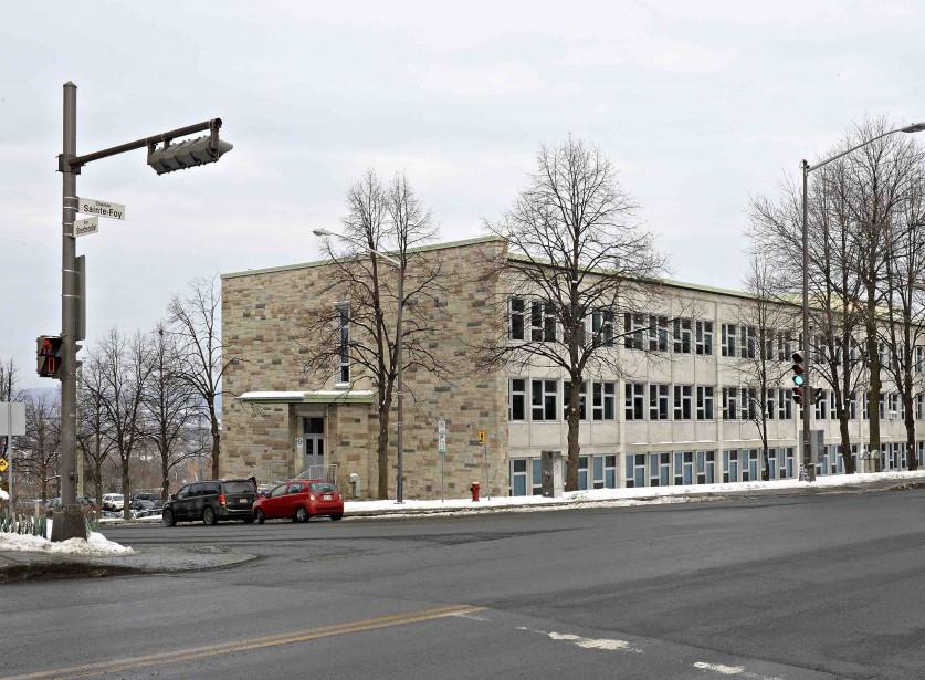 <strong>2016:</strong> L'école fermera toutefois en 1970, alors que le cours pour devenir enseignant se donnera dorénavant à l'Université Laval. On y trouve aujourd'hui l'école secondaire Joseph-François-Perrault.<strong>Valérie Gaudreau</strong> (Photo Le Soleil, Patrice Laroche)