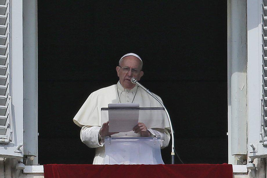 """Le pape a déclaré que «le commandement """"tu... (Photo Alessandra Tarantino, AP)"""
