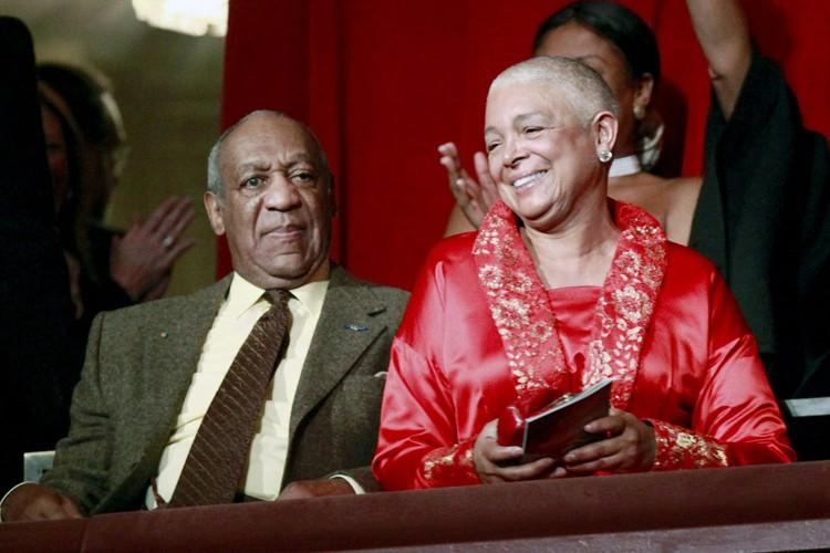 Camille Cosby en compagnie de son mari en... (ARCHIVES AP)