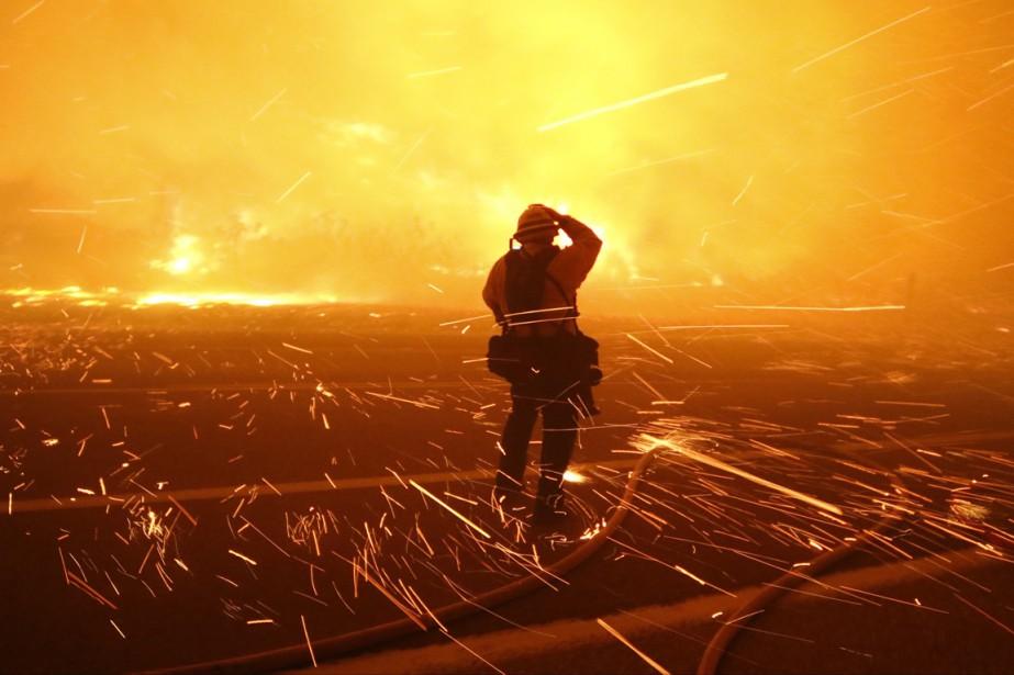 Un ancien pompier de Californie qui avait allumé des... (Photo d'archives)