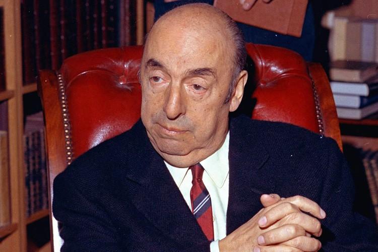 Pablo Neruda en 1971.... (ARCHIVES AP)