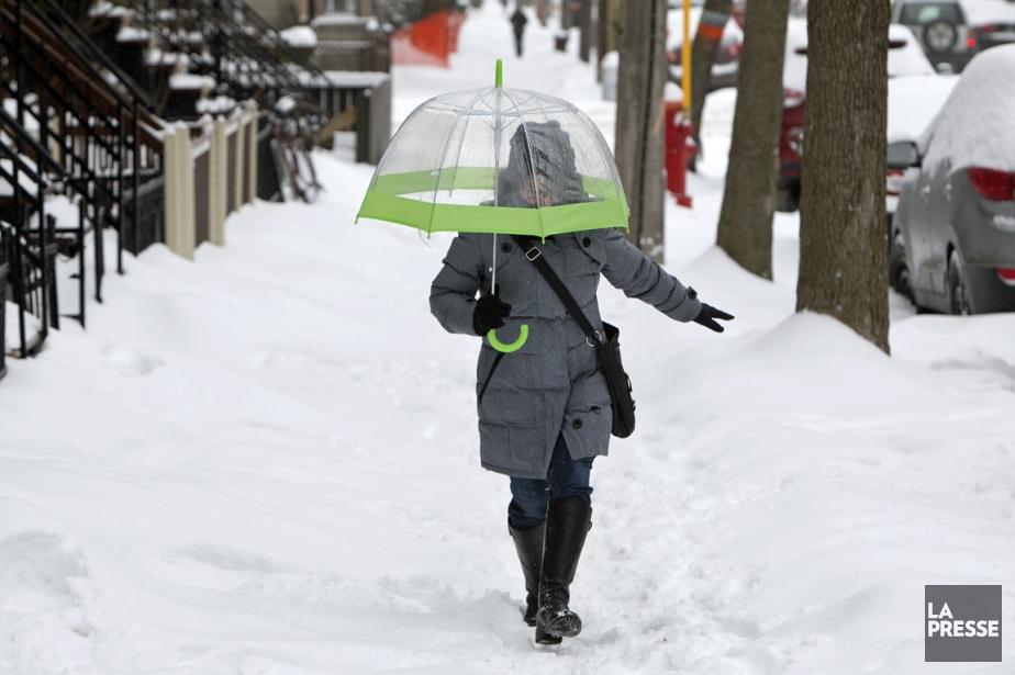 La pluie verglaçante continuera de glacer les routes... (Photo Robert Skinner, La Presse)