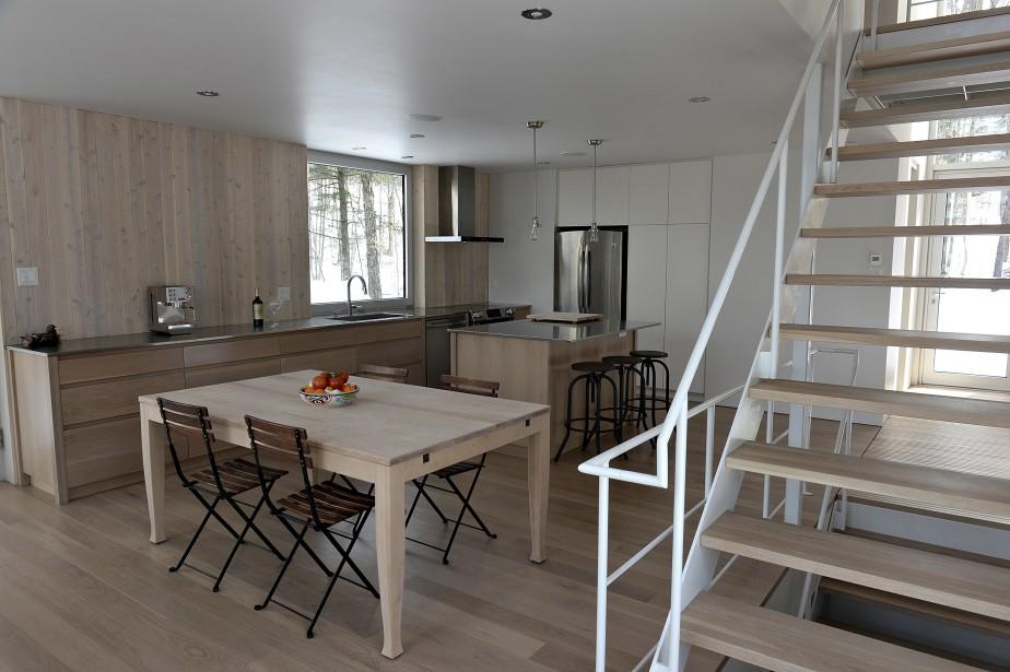Le camaïeu de beiges donne une impression de grandeur à cette maison de trois niveaux. (Le Soleil, Patrice Laroche)