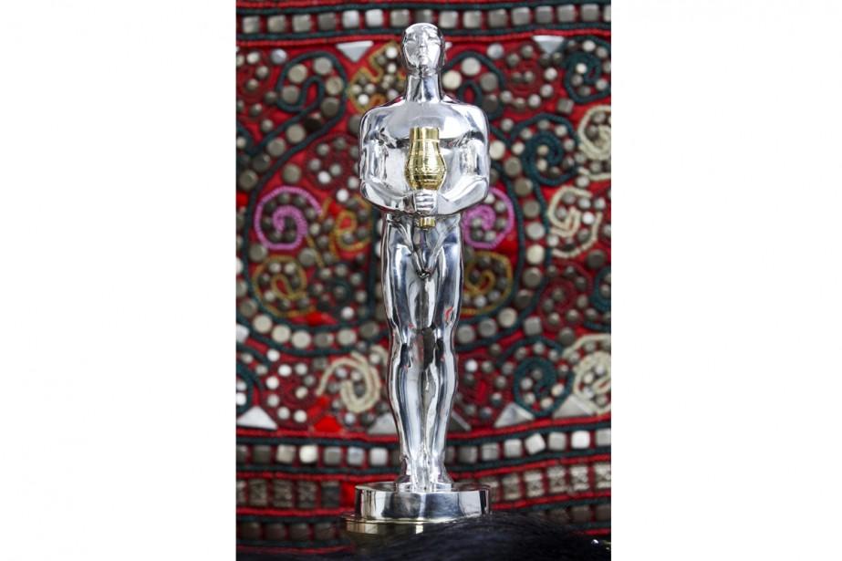 Le faux Oscar fabriqué pour Leonardo DiCaprio.... (PHOTO AP)