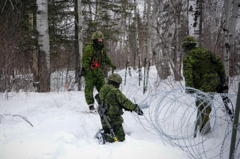 L'une des tâches des réservistes était de sécuriser les installations de la base militaire de Bagotville. (Photo courtoisie, Caporal Camila Belley-Cloutier)