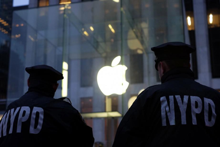 Seul le propriétaire de ces téléphones réputés inviolables... (Photo AFP)