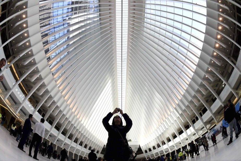 Oeuvre de l'architecte espagnol Santiago Calatrava, la gare du World Trade Center a coûté 3,85 milliards $. (AFP, Timothy A. Clary)