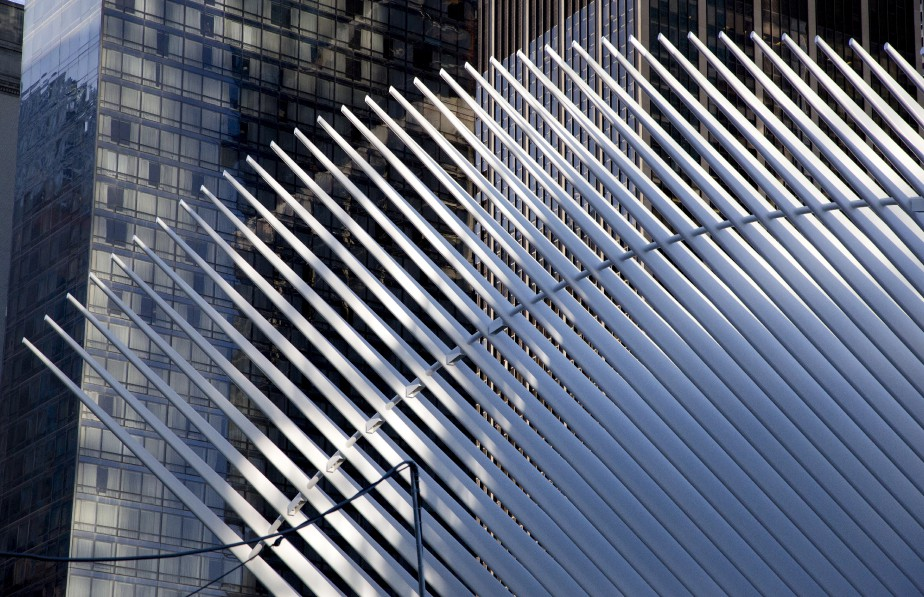 Oeuvre de l'architecte espagnol Santiago Calatrava, la gare du World Trade Center a coûté 3,85 milliards $. (AP, Mark Lennihan)
