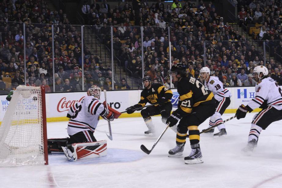 Loui Eriksson marque dans les filets de Scott... (Photo Bob DeChiara, USA Today)