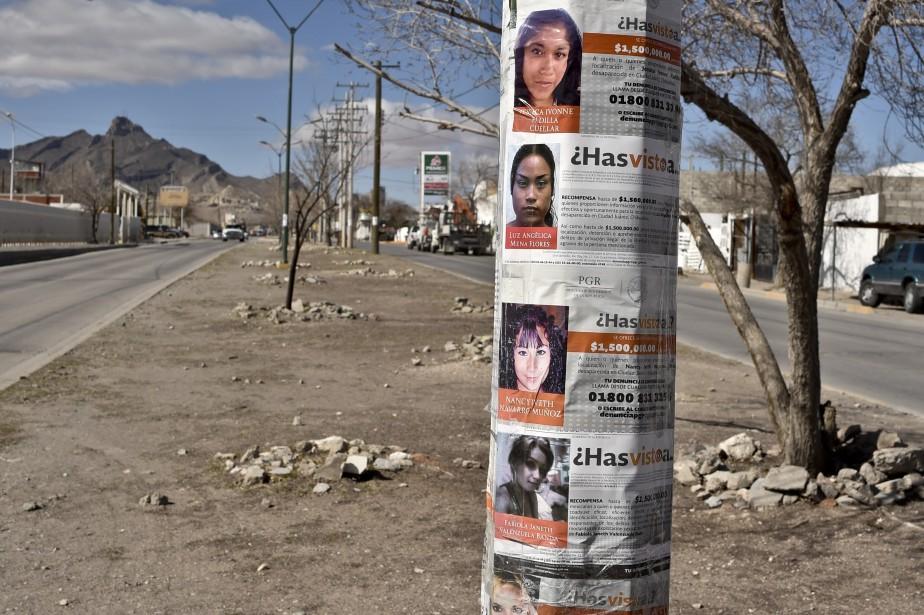 Des avis de recherche sont placardés par centaines... (PHOTO YURI CORTEZ, ARCHIVES AGENCE FRANCE-PRESSE)