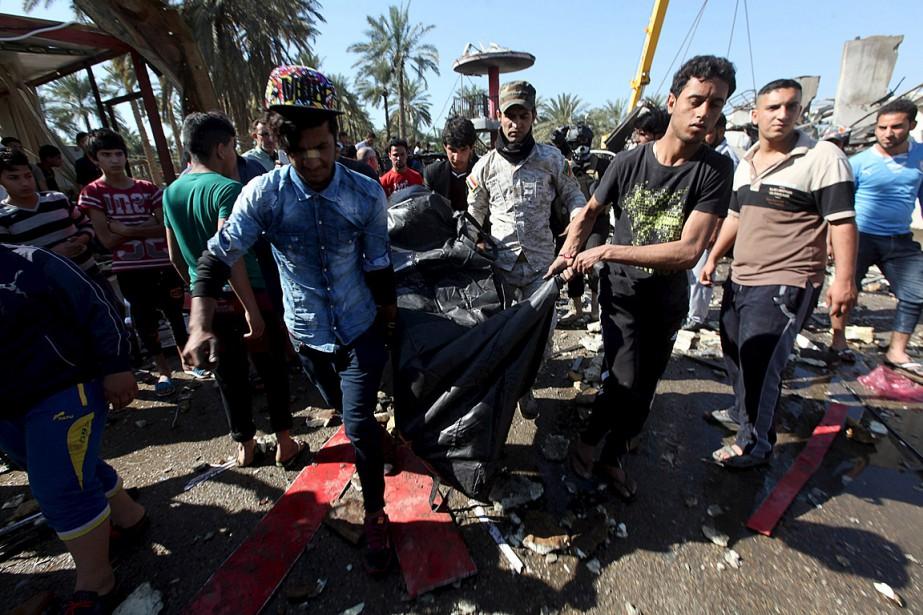 Des résidants de la zone où il y... (Photo Alaa Al-Marjani, Reuters)