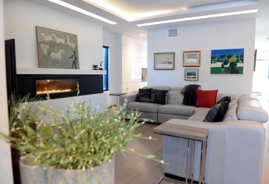Visite d 39 une maison accomplie - Idee eclairage salon ...