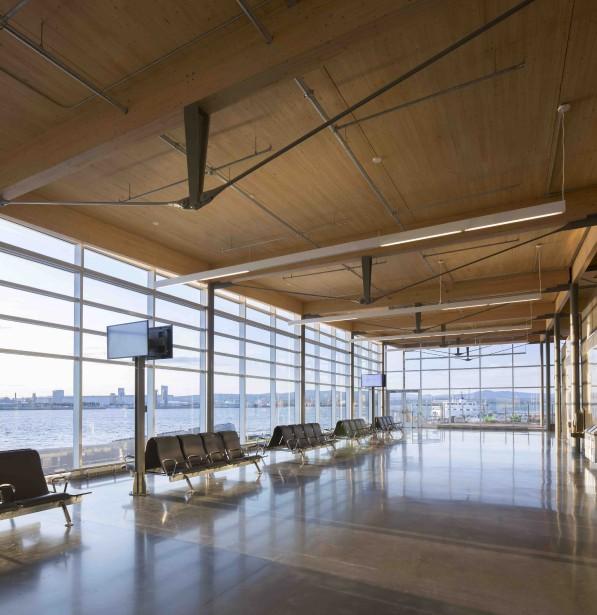 L'acier et le verre se mélangent aux poutres et panneaux en bois de Nordic Structures. (Stéphane Groleau)