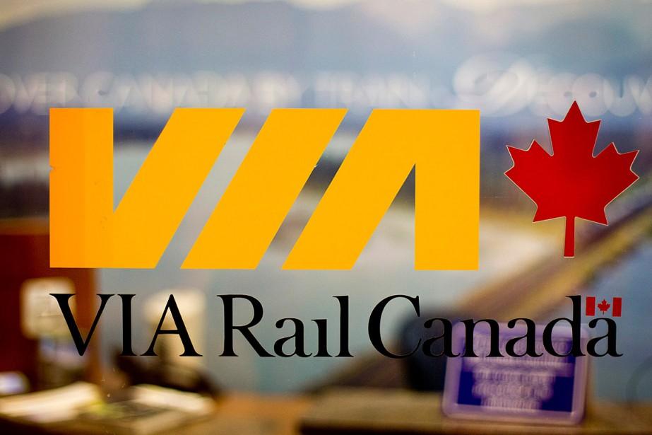 Un train de VIA Rail, au bord duquel... (Photo Brent Lewin, archives Bloomberg)