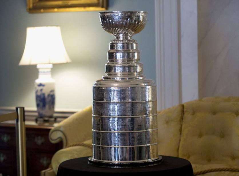 La Coupe Stanley, qui est pour le moment entre les mains des Blackhawks deChicago, a été exposée au Département d'État, lors d'une réception en l'honneur de la visite de Justin Trudeau. (AP, Manuel Balce Ceneta)