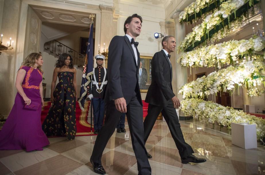 Les couples Obama et Trudeau se dirigent vers le lieu du repas officiel tenu à la Maison-Blanche pour souligner la visite du premier ministre canadien à Washington. (La Presse Canadienne, Paul Chiasson)
