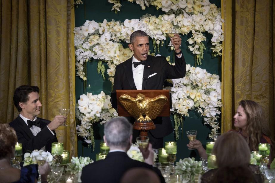 Barack Obama a porté un toast lors du dîner officiel, en compagnie de Justin Trudeau et Sophie Grégoire. (AFP, Brendan Smialowski)
