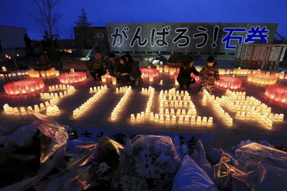 Des résidants de Ishinomaki ont installé un mémorial... (PHOTO JIJI PRESS, AFP)