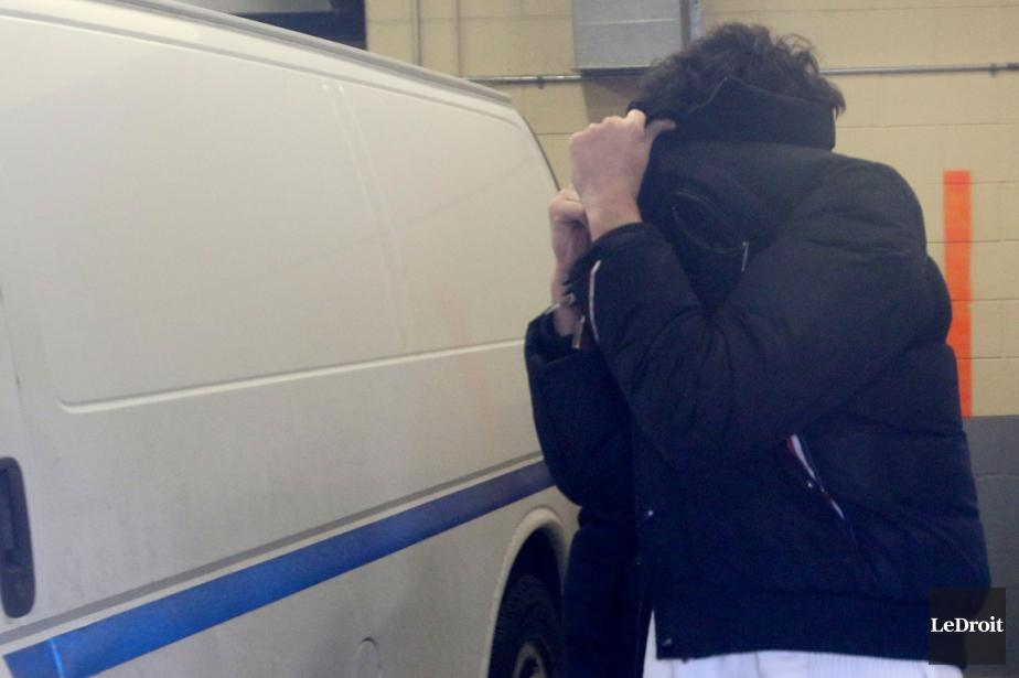 Déjà détenu depuis son arrestation par la police... (PHOTO PATRICK WOODBURY, ARCHIVES LEDROIT)