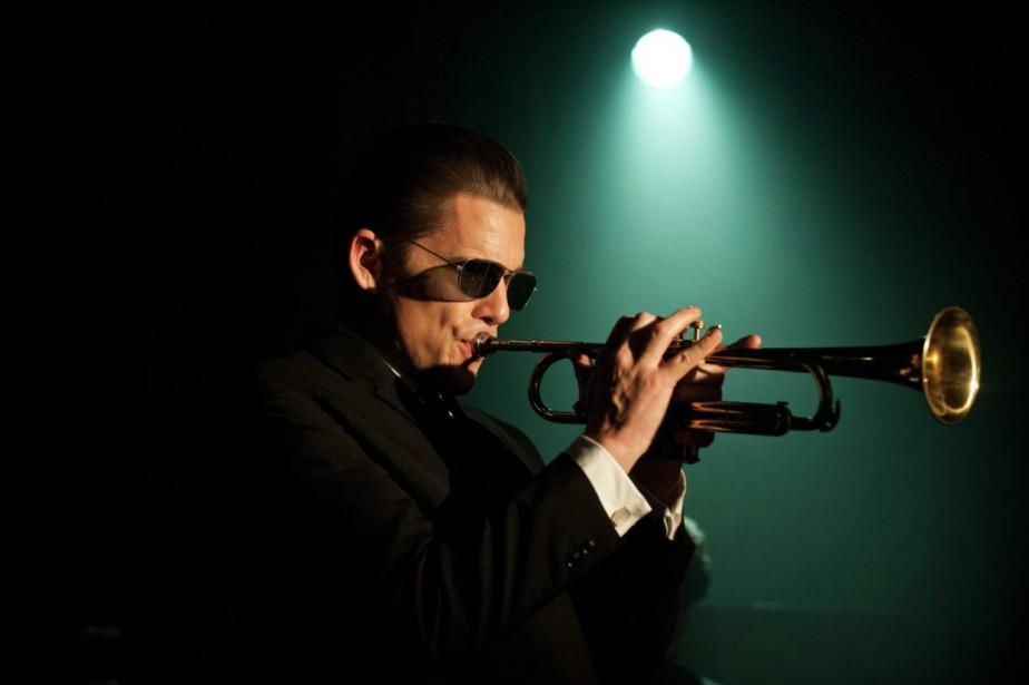 Ethan Hawke incarne le musicien torturé Chet BakerdansBorn... (PHOTO FOURNIE PAR LES FILMS SÉVILLE)