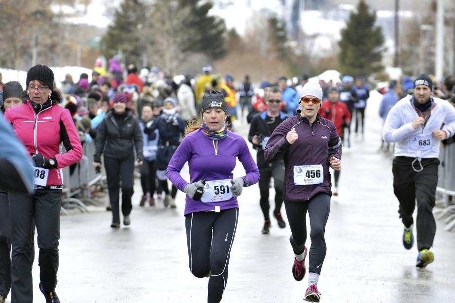 Les quelque 1300 coureurs de la présente cohorte avaient un obstacle additionnel avec la présence d'un vent de face sur la majeure partie du parcours. (Photo Le Progrès-Dimanche, Rocket Lavoie)