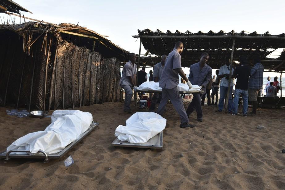 Dimanche, des hommes armés de Kalachnikov ont semé... (AFP, Sia-Kambou)