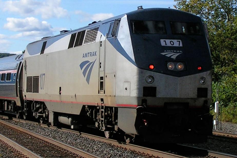 Plusieurs voitures d'un train de passagers ont... (Photo archives Reivax)