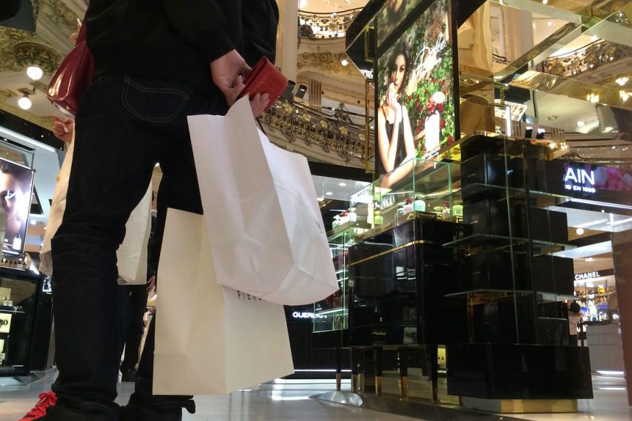 En février, la confiance des consommateurs dans leurs... (PHOTO MAL LANGSDON, ARCHIVES REUTERS)