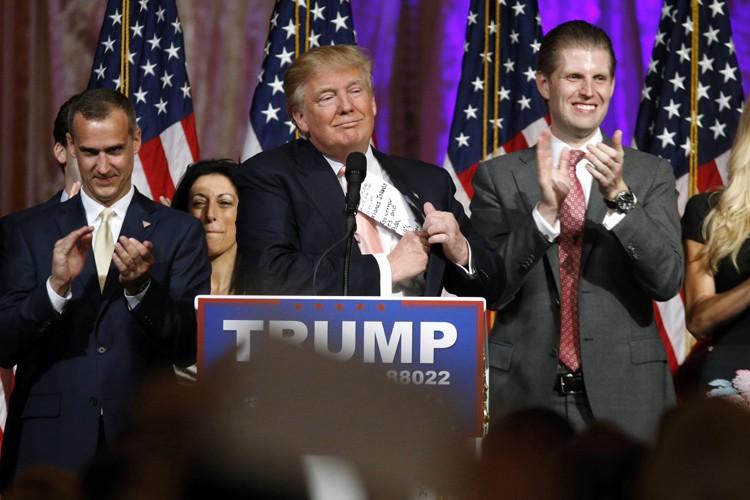 Donald Trump a pris la défense de ses... (PHOTO AP)
