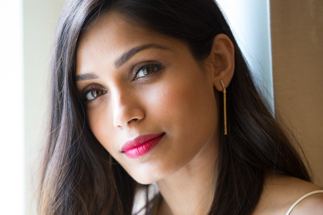 Freida Pinto (CRÉDITS PHOTO: L'ORÉAL PARIS)