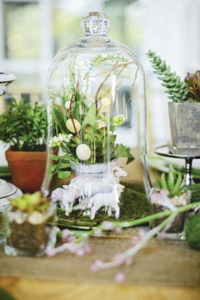Un nid placé sous une cloche de verre attirera assurément l'attention comme centre de table, tout en ajoutant une touche d'élégance printanière. On peut utiliser du lichen, des brindilles et de la mousse. (Photo fournie par Michaels)
