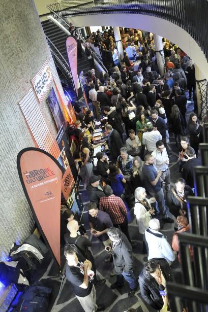Il y avait foule lors du 5 à 7 d'ouverture de la 20e édition du Festival Regard sur le court métrage jeudi dans le hall d'entrée de la salle François-Brassard du Cégep de Jonquière. Près de 900 personnes ont assisté à la projection. (Photo Le Quotidien, Rocket Lavoie)