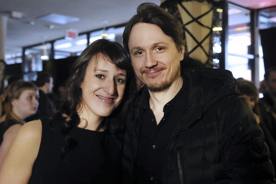 La porte-parole du 20e de Regard, Anne-Élisabeth Bossé, et Simon-Olivier Fecteau, qui était porte-parole du 15e, se sont rencontrés dans le 5 à 7 d'ouverture du festival. (Photo Le Quotidien, Rocket Lavoie)