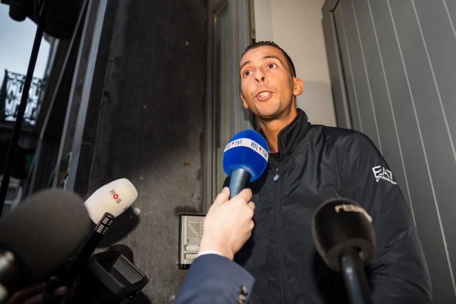 Mohamed Abdeslam, le frère de Salah, s'adresse aux... (Photo Leila Khemissi, Archives AP)