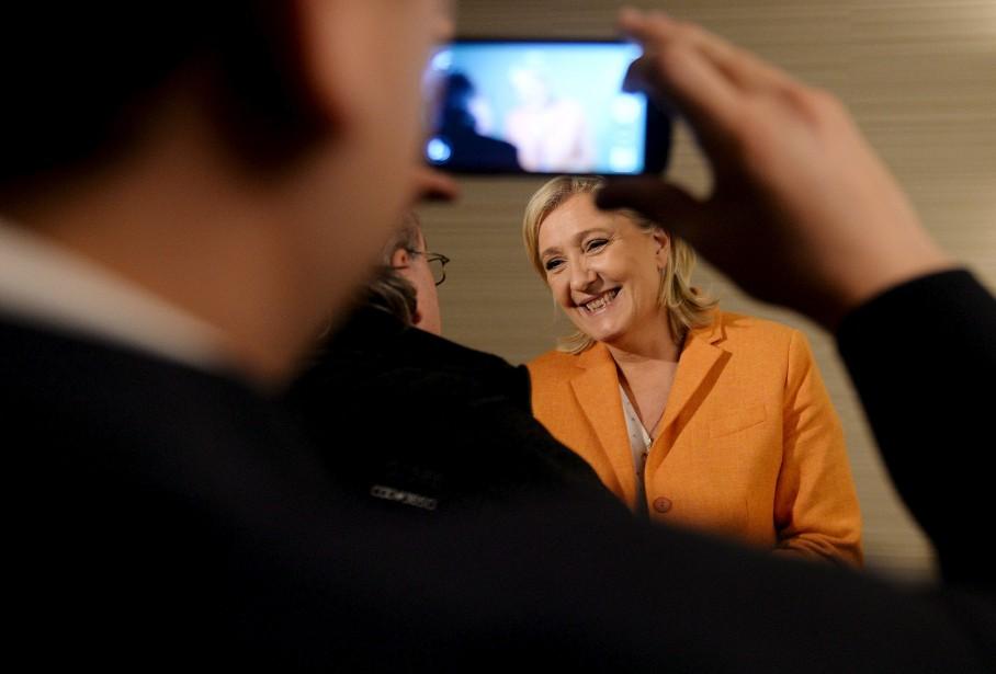 Le message de Marine Le Pen est passé au second plan lorsqu'une dizaine de manifestants ont perturbé la conférence de presse. (Le Soleil, Erick Labbé)