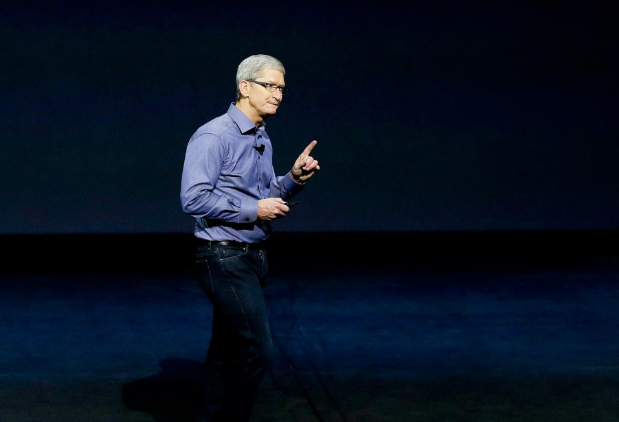 Le PDG d'Apple, Tim Cook... (PHOTO Eric Risberg, Associated Press)