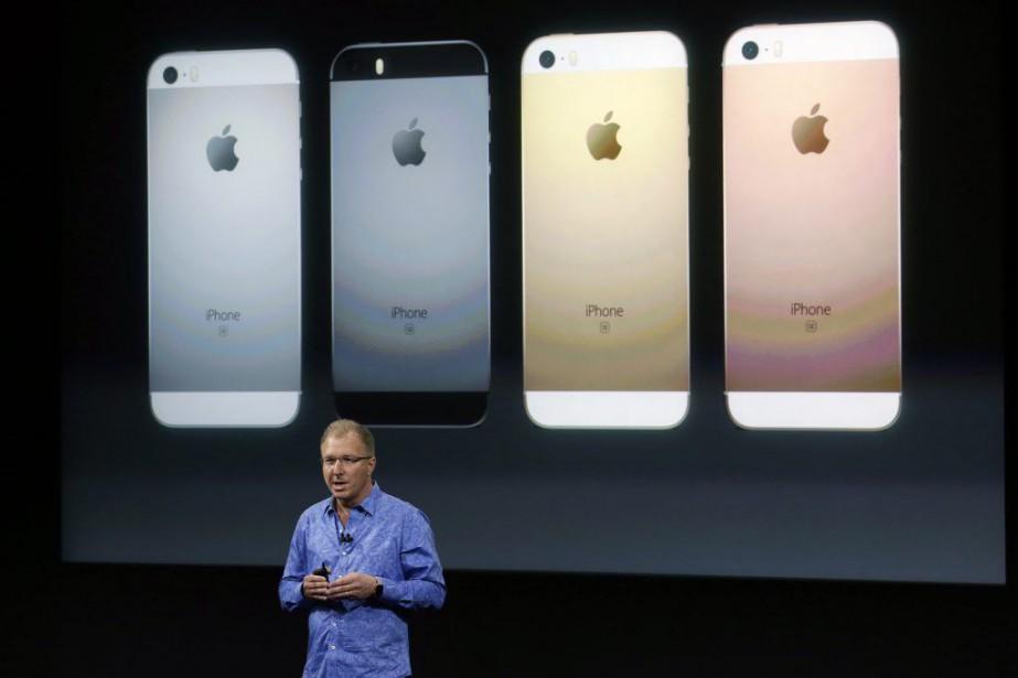 Le vice-président de Apple, Greg Joswiak, a présenté... (PHOTO MARCIO JOSE SANCHEZ, AP)